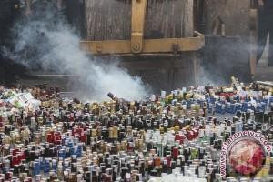 Hampir 20 ribu botol minuman beralkohol di Jakarta dimusnahkan