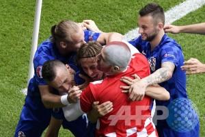 Euro 2016 - Klasemen akhir grup D, Kroasia juara grup geser Spanyol