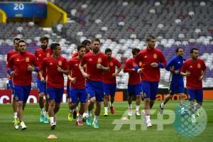 Silva dan Costa membuat Spanyol bungkam Macedonia 2-1