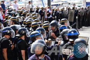 Euro 2016 - Polisi bubarkan insiden suporter sebelum laga Ukraina vs Polandia