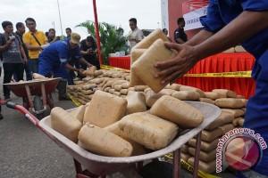 Polresta Bekasi tangkap pengedar 65 kilogram ganja