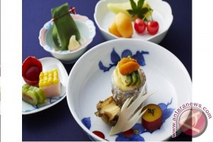 "Keio Plaza Hotel Tokyo holds the 36th ""Summer Festival of Arita/Imari Porcelains,"" celebrating 400th anniversary of Japanese traditional art"
