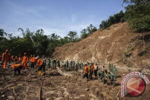 Gubernur Ganjar instruksikan permudah pengurusan dokumen korban bencana
