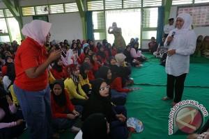Mensos Kunjungi Lapas Anak Wanita
