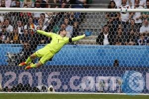 Euro 2016 - Babak pertama Wales vs Irlandia Utara belum ada gol