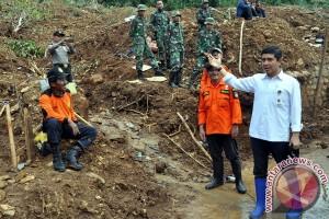 Menteri Yuddy Kunjungi Lokasi Longsor