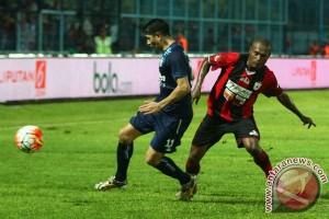 Arema  bermain imbang 0-0 lawan Barito