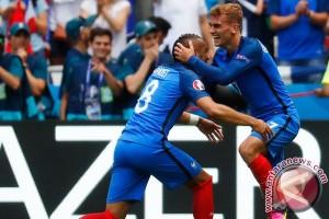 Euro 2016 - Bekuk 10 pemain Irlandia 2-1, Prancis ke perempat final