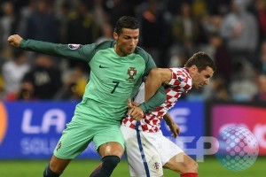 Cristiano Ronaldo sabet gelar Pemain Terbaik Eropa 2015-2016