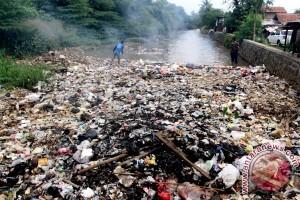 Sungai Di Bogor Tersumbat Sampah