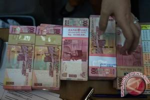 Rupiah Jumat sore melemah menjadi Rp13.090