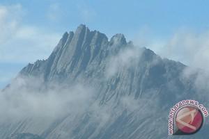 Pemanasan global cairkan es Puncak Carstensz di Jaya Wijaya