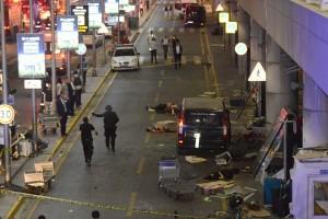 "Saksi: pelaku ""menembak membabi buta"" sebelum ledakkan bandara di Istanbul"