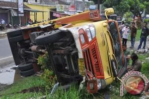 Kecelakaan di tol Merak, tiga tewas puluhan luka-luka