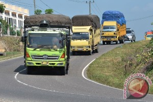 Biang macet di Tol Cikampek, puluhan truk muatan berat ditertibkan