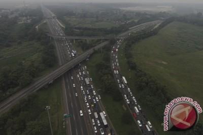Tol Jakarta-Bandung padat