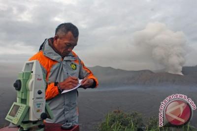 Asap Bromo setinggi 400 meter ke arah Malang