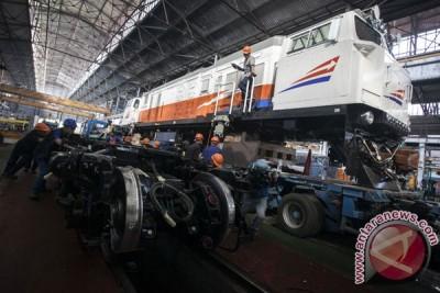 Perakitan Lokomotif Baru Kereta Api