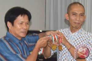 Thio Hok Seng ikhlas serahkan medali demi negara