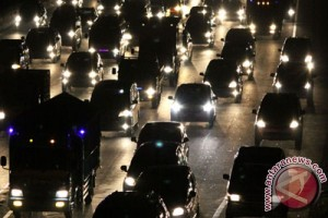 Arus lalin Jakarta-Cikampek terganggu lahan amblas