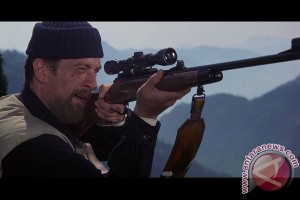 "Sutradara film terkenal ""The Deer Hunter"" tutup usia"