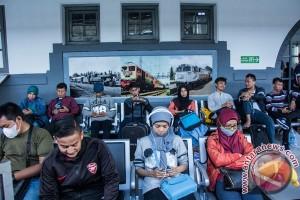 Penumpang arus balik belum padati stasiun di Jakarta