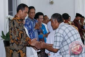 Presiden bagikan sembako di Kampung Badran Yogyakarta