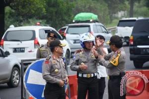 Pejabat Polri keliling pantau lalin jelang tahun baru