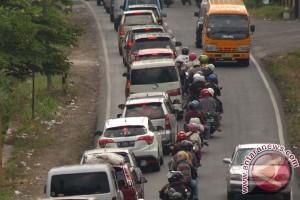 Lalu lintas kendaraan Pekalongan-Batang padat merayap