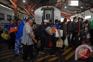 Penumpang KA di Daop Surabaya masih padat