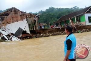 Banjir bandang terjang dua desa pesisir di Trenggalek