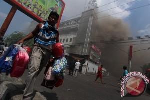 Karyawan Pasar Aksara Medan pingsan lihat kebakaran