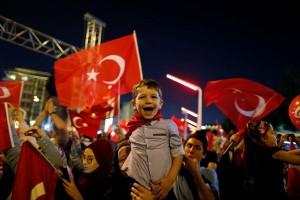 Turki bebaskan 758 tentara yang ditahan usai kudeta