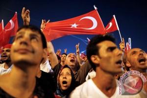 Turki bebastugaskan 12 ribu polisi