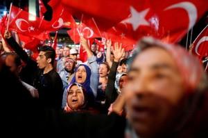 Turki bebaskan 758 tentara, Erdogan cabut gugatan