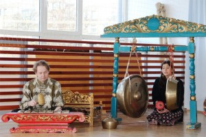 Suling sunda dan gamelan Jawa iringi lagu The Beatles di London