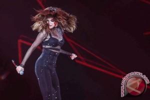 Selena Gomez persingkat tur dunia untuk obati efek lupus