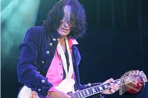 Joe Perry Aerosmith kembali manggung setelah pingsan