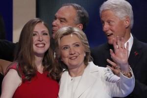 Hillary tonton konser Adele saat rihat kampanye