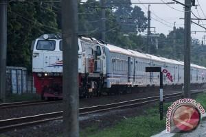 Penarik becak tewas ditabrak kereta api