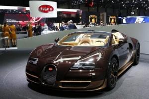 Remaja 13 tahun kebut Bugatti Veyron 325 km per jam