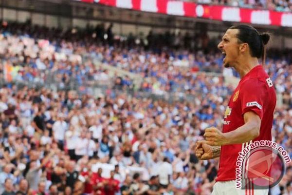 Ibrahimovic Yakin Bisa Menangi Gelar Bersama Manchester United