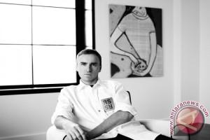 Calvin Klein, Inc. umumkan penunjukan Raf Simons sebagai Chief Creative Officer yang baru