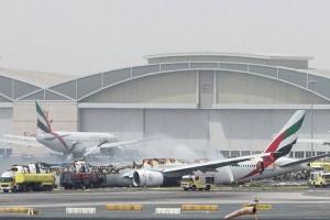 Pesawat Emirates bawa 300 orang terbakar di Dubai