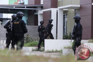 Geledah Rumah Terduga Teroris Di Batam