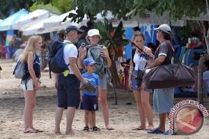 Akhir pekan wisata pantai Botutonuo Gorontalo ramai pengunjung