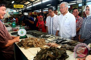 Mendag kunjungi pasar-pasar di Tangerang