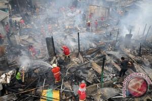 Kebakaran landa Kampung Lio Depok