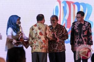 Gubernur Jabar Terima Anugerah Budhipura