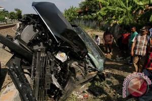Kereta api tabrak mobil satu tewas